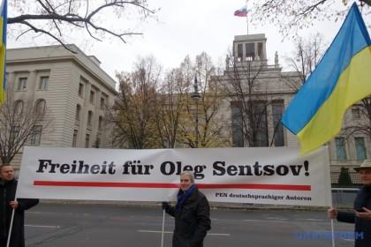 Німецькі інтелектуали вимагали звільнити Сенцова і Сущенка перед посольством РФ