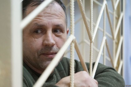 Crimean court cancels arrest of activist jailed for Ukrainian flag