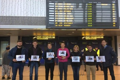 """Pointless waiting"": flashmobs for Ukrainian political prisoners held in 11 international airports"