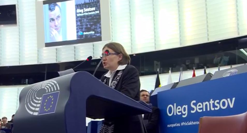 Oleg Sentsov's cousin Nataliya Kaplan received the Sakharov Prize on behalf of the Ukrainian filmmaker imprisoned by Russia. Photo: screenshot from official broadcast of ceremony